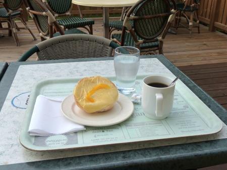 Förmiddagskaffe på Kaffestugans uteservering.