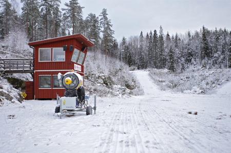21 november 2015 - Första försöket att preparera skidspåren.