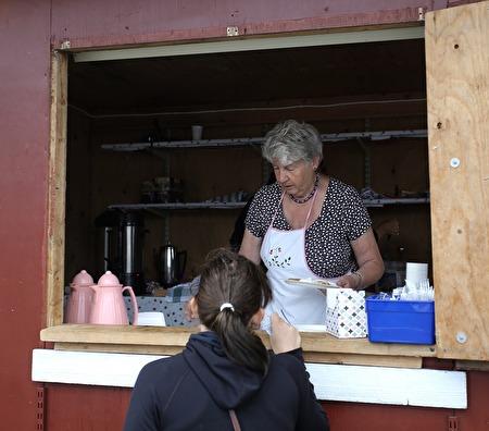 Syföreningen sålde kaffe och våfflor.