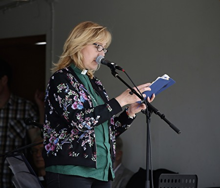 Anneli Diskerud läste en text.