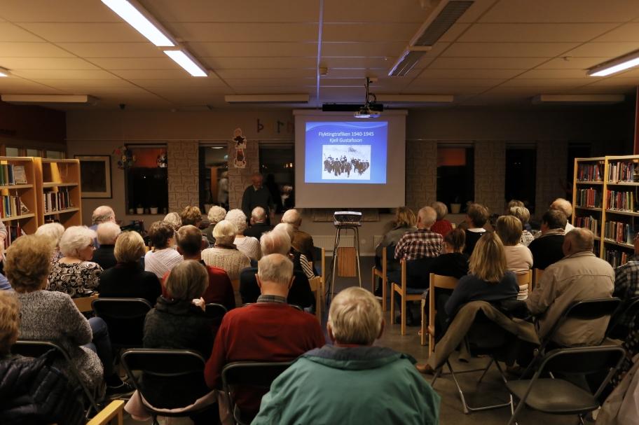 24 oktober 2017 - 50 personer kom för att lyssna på Kjell Gustafssons intressanta föreläsning om Flyktingtrafiken under andra världskriget 1940-1945.