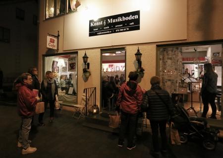 Konst & Musikboden fylldes av besökare som ville höra Mathildas musikelever spela och sjunga.