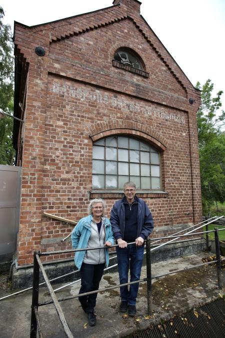 Margareta och Claes Hultkrantz äger kraftstationerna vid övre och nedre forsen i Töcksfors samt kraftstationen i Hånsfors.