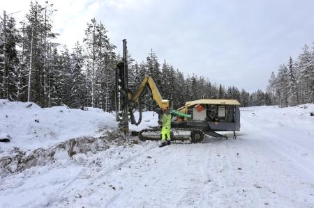 20 februari 2018 - Här skall det sprängas för att bredda vägen till platsen där vindkraftverk nr 8 skall stå.
