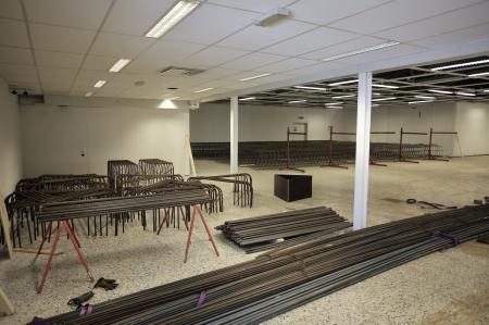 I gamla ÖB-lokalen på Älverud tillverkas armerings-konstruktioner till utbyggnaden av shoppingcentret.