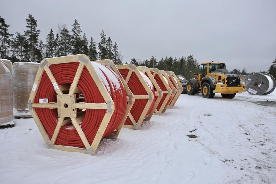 6 mars 2018 - På Joarknatten har rör för IT-kablar och elkablarna som skall distribuera elen från vindkraftverken anlänt. Fler bilder under fliken Örje / Vindkraftspark Joarknatten / Markarbete.