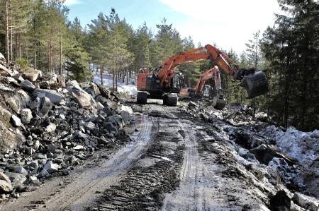 22 mars 2018 - Det arbetas intensivt för att förstärka vägarna.