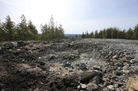 11 april 2018 -  Det krävdes sprängning för att få fram stabilt berg för gjutning av fundamentets grundplatta.