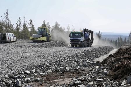 20 april 2018 - Ännu en betongbil har kämpat sig upp till toppen av Joarknatten.
