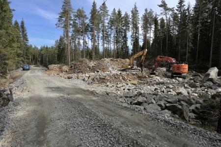7 maj 2018 - Här i början av Butjernveien skall vindkraftsparkens transformatorstation byggas.