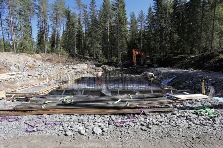 14 maj 2018 - Här byggs transformatorstationen som skall ta emot elproduktionen från vindkraft-verken i Joarknattens vindkraftspark.