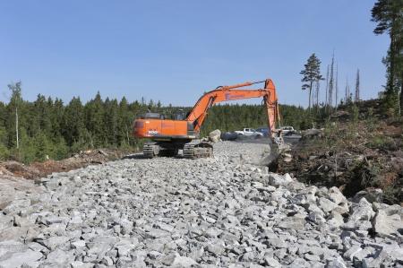 25 maj 2018 - Vägkroppen på anläggningsvägen söderut börjar ta form.
