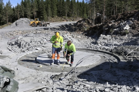 5 juni 2018 - Borrningen för spännstag vid fundament 7 är klar.