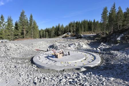 8 juni 2018 - Fundament 7 klart för montering av stålkonstruktinen där vindkraftverkets torn skall skruvas fast.