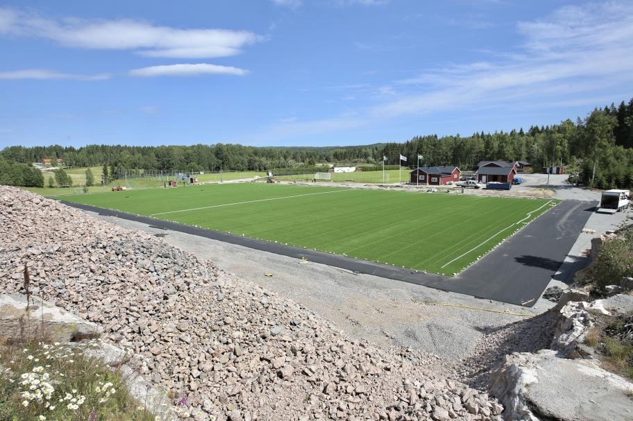 23 juni 2018 - Nu färdigställs konstgräsplanen på Hagavallen. Fler bilder under fliken Hänt / Hagavallen / Konstgräsplan - läggning.