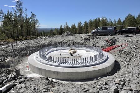 25 juni 2018 - Den stabiliserande gjutningen under stålkonstruktionen är klar på fundament 6.