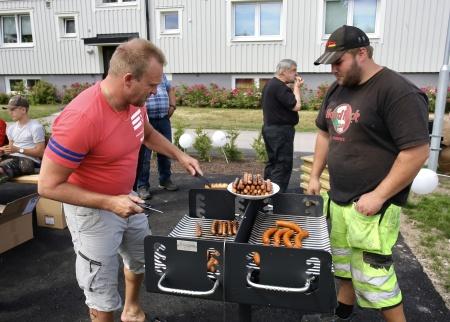 28 juni 2018 - Det bjöds på grillmat från den nya grillen.