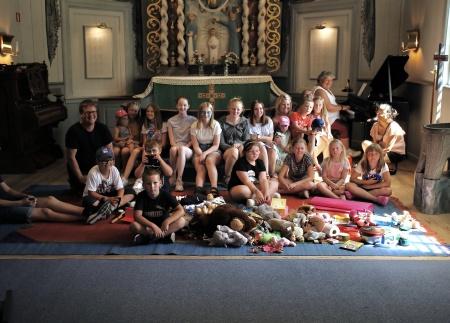 Barnen samlades till andakt i Töcksmarks kyrka.