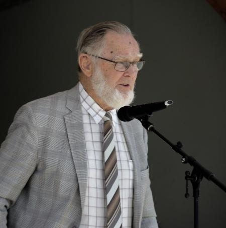 Ekumenisk gudstjänst på torget. Roland Moberg ledde mötet.
