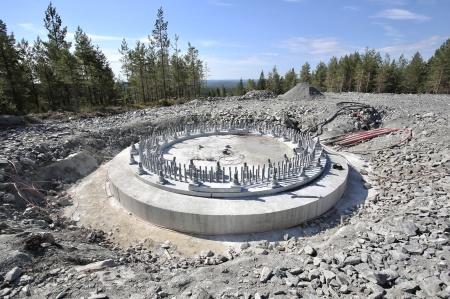10 juli 2018 - Spännstagen är monterade i fundament 6.