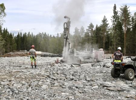 6 augusti 2018 - Fundament 9 -  Borrning av 44 hål genom fundamentet 12 meter ner i berget, där spännstagen skall monteras.