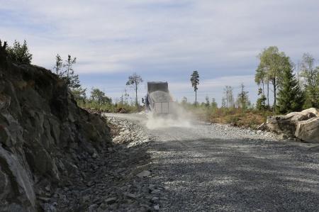 6 augusti 2018 - Grusläggning på vägen till Högås.