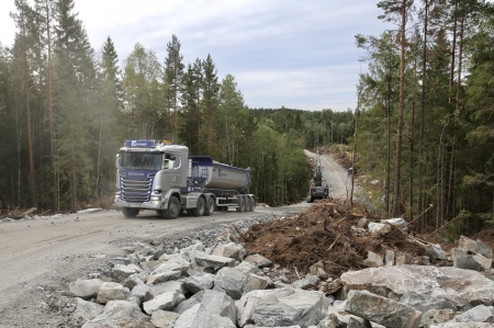 6 augusti 2018 - Anläggningsvägen söderut mot fundament 10-15.