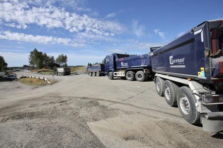 21 augusti 2018 - Det pågår intensiv trafik med grusbilar till Högås vindkraftspark.