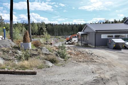 21 augusti 2018 - Garaget vid Kölen sportcenter har tagits bort, för att ge plats för den nya anläggnings-vägen.