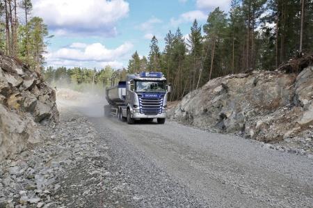 21 augusti 2018 - Grusbilarna kör i skytteltrafik till Högås vindkraftspark.