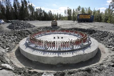 2 september 2018 - Spännstagen är monterade i fundament 9.
