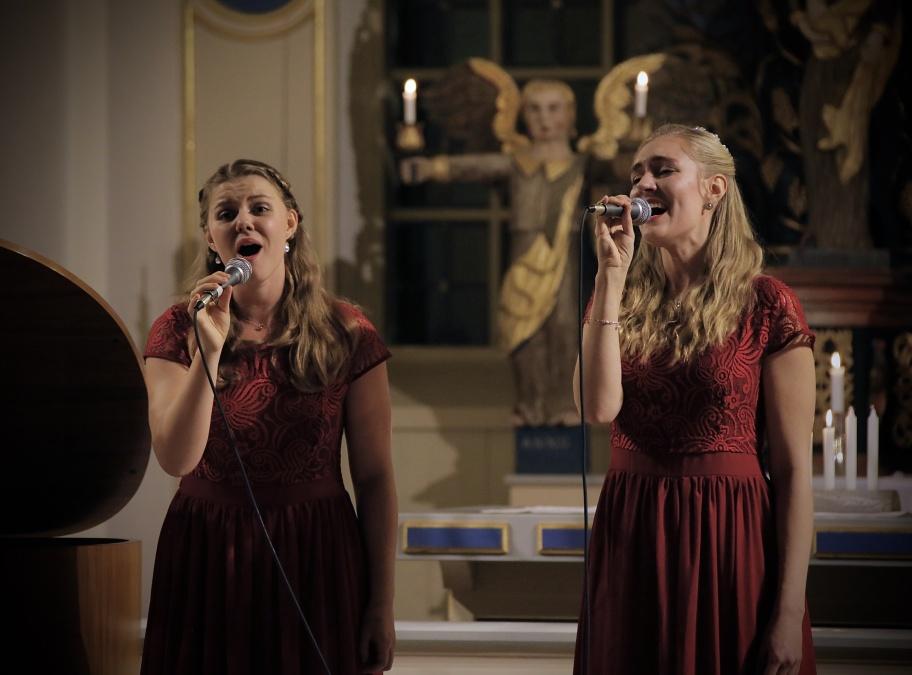 14 december 2018  - En strålande jul med The Hebbe Sisters & Duo Sentire i Holmedals kyrka, en musik-upplevelse på hög nivå. Fler bilder kommer.