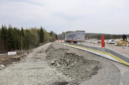 25 april 2019 - Här byggs avfarten till bergtäkten och vändöglan för vänstersvängande trafik.