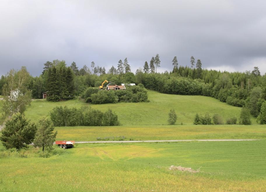 13 juni 2019 - Årjängs kommun planerar för bostadsbyggande på Kallnäset i norra delen av Töcksfors tätort. Därför rivs nu den gamla Helldahls-fastigheten. Fler bilder kommer.
