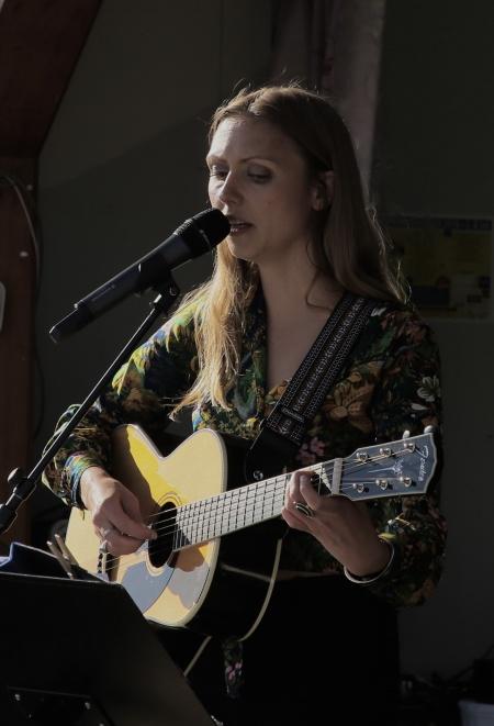 Sångerskan Ida Nilsson höll i musikquizet
