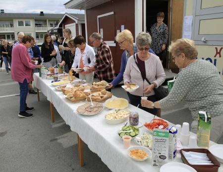 Lördagen startade med Röda Korsets torgfrukost.