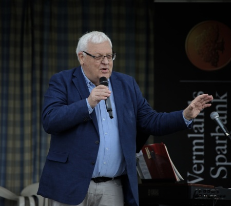 Runar Patriksson talade inför den Ekumeniska Gudstjänsten på torget i Töcksfors.