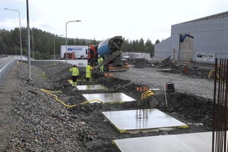 20 augusti 2019 - Fundament för skärmtak vid nya kontrollplatsen.