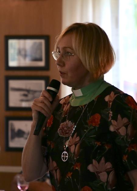Diakon Anneli hälsade alla välkomna till 11-träffen