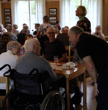 Jörgen fick en pratstund med Rune i Sandvika, som också arbetade på Sågen.