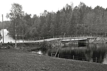 Den nya svängbara bron stod klar 1915. Foto Årjängs kommuns bildbank