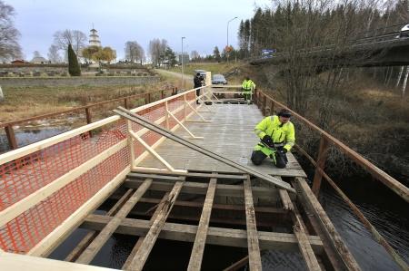 6 november 2019 - Västra Värmlands Bygg & Anlägg öppnade upp halva vägbanan så att stålkonstruk-tionen blev synlig.