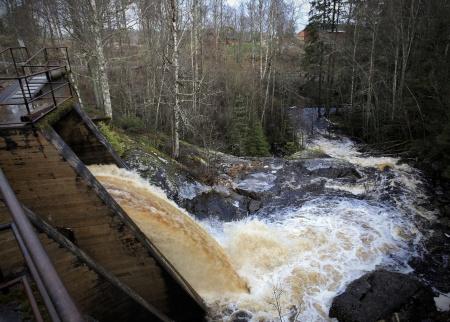 Hurrsjöarna bidrar med vatten genom forsen vid Hånsfors.