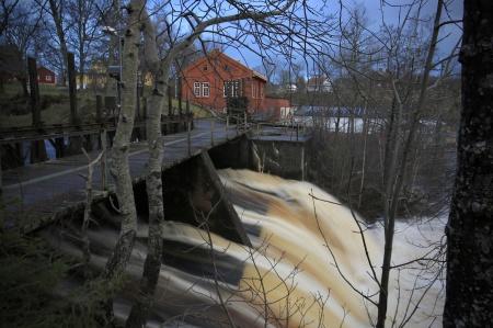 . . . där det störtar ut i sjön Foxen.