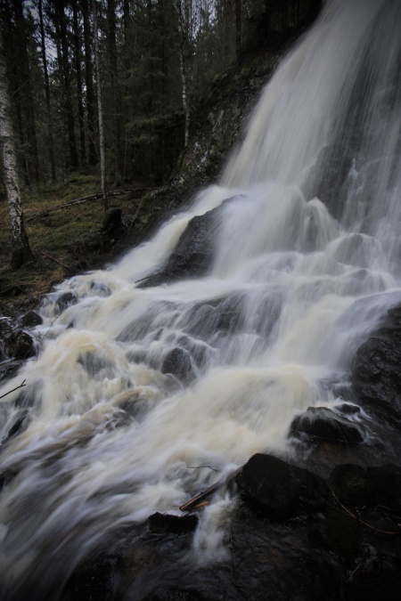 Brudslöjan vid Ulvefjäll fyller på med mer vatten till Foxen . . .