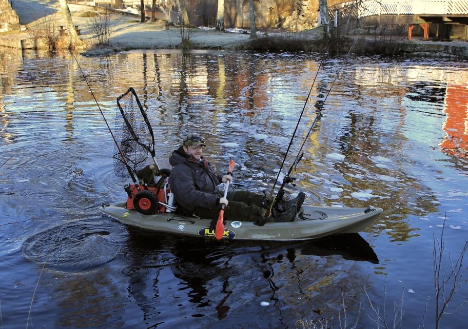 19 januari 2020 - Den milda vintern ger möjlighet att bedriva sportfiske från kajak.