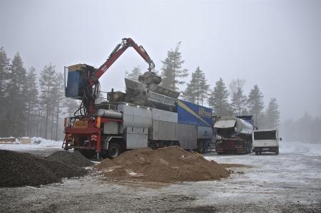 Betongen tillverkas i en mobil betongblandare modell större.