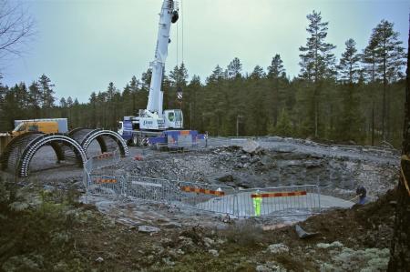 20. Klart att lyfta fundamentets stålkonstruktionen på plats.
