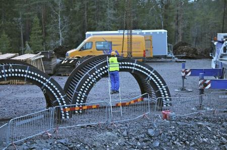 21. Klart att lyfta fundamentets stålkonstruktionen på plats.