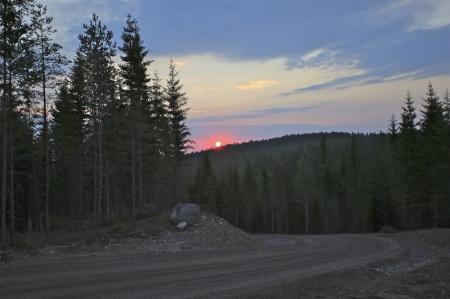 7 juli 2014 - soluppgång över Mölnerudshöjden när ytterligare 3 rotorblad anlände.